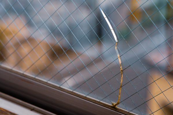 窓ガラスの修理&リフォームをする時期の見極めとポイントは?
