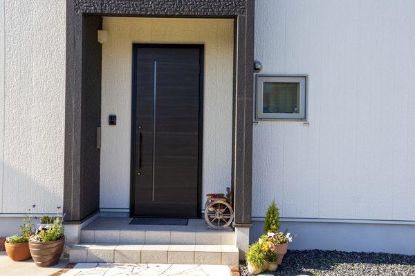 住宅の顔ともいえる玄関ドアについて、修理交換リフォームを考えてみようサムネイル
